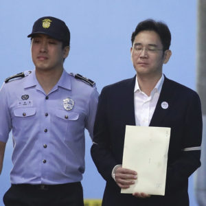 SEOUL, SOUTH KOREA - AUGUST 25:  Lee Jae-yong, vice chairman of Samsung Electronics Co., leave after his verdict trial at the Seoul Central District Court on August 25, 2017 in Seoul, South Korea. Lee was handed down 5 years jail sentence while prosecutors sought a 12-year in prison. Lee, de facto chief of South Korean conglomerate, faces five charges connecting the bribery scandal involving ousted former President Park Geun-hye and her confidant Choi Soon-sil. The verdict affects the business of Samsung, which has launched new Galaxy Note 8 smartphone to wipe out the misery of exploding Note 7 last year.  (Photo by Chung Sung-Jun/Getty Images) *** Local Caption *** Lee Jae-yong /// Please find attached pool photo.