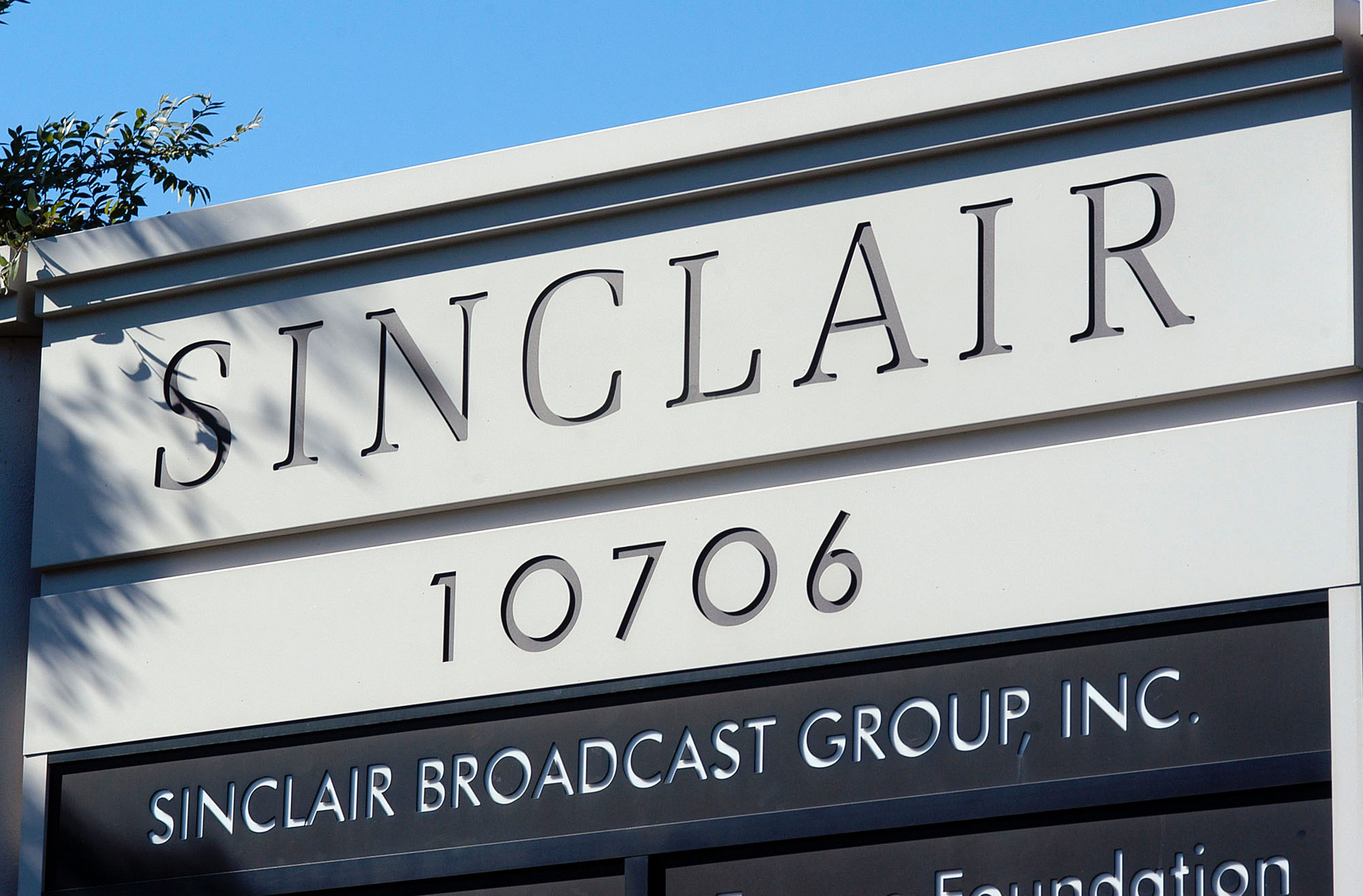 HUNT VALLEY, MD - OCTOBER 12: The Sinclair Broadcast building sits in a buisness district in Hunt Valley, Maryland October 12, 2004. Sinclair Broadcast Group, the owner of the largest chain of television stations in the nation, plans to preempt regular programming two weeks before the Nov. 2 election to air a documentary that accuses John Kerry of betraying American prisoners during the Vietnam War.  (Photo by William Thomas Cain/Getty Images)