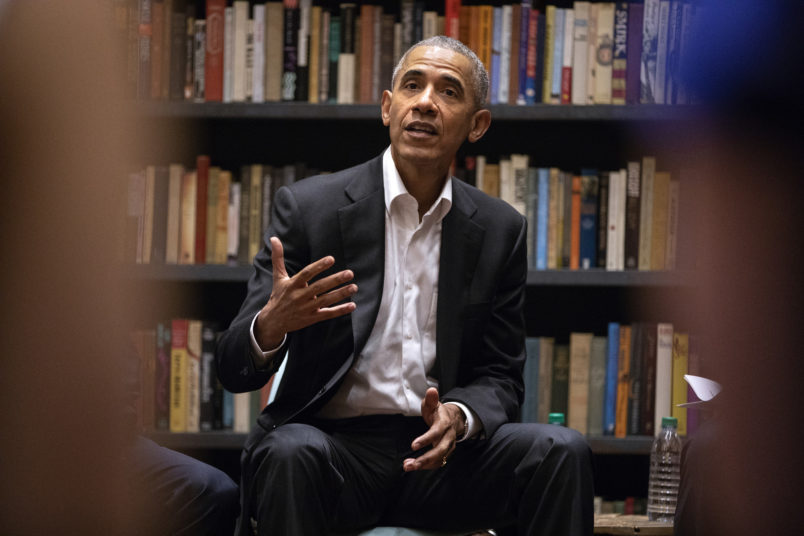Former President Barack Obama speaks to Obama Foundation Fellows gathered on Wednesday, May 16, 2018 at Stony Island Arts Bank in Chicago, Ill. (Erin Hooley/Chicago Tribune/TNS)