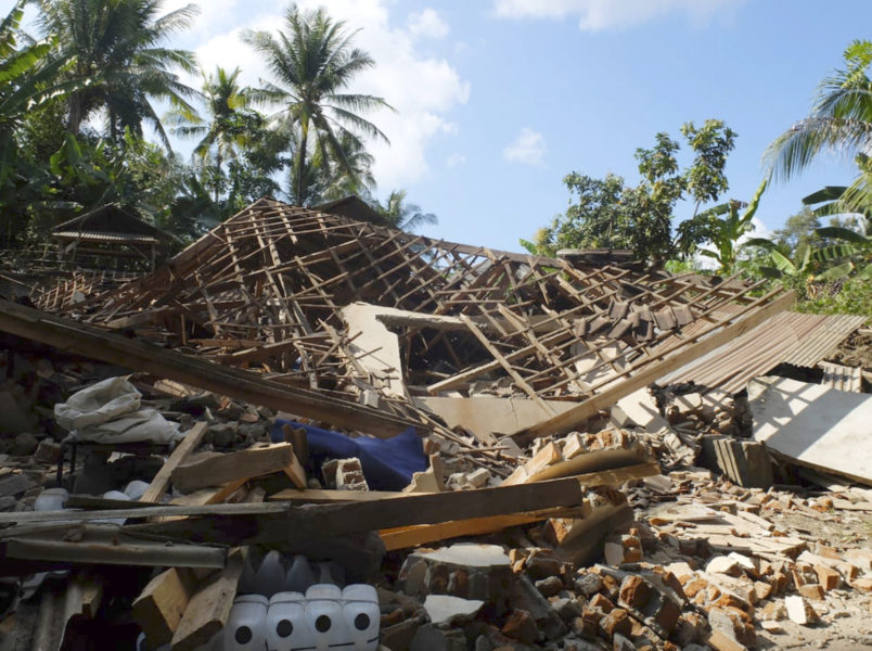 Houses damaged by earthquake are seen in North Lombok, Indonesia, Monday, Aug. 6, 2018. The powerful earthquake struck the Indonesian tourist island of Lombok, killing a number of people and shaking neighboring Bali, as authorities on Monday said thousands of houses were damaged and the death toll could climb. (AP Photo/Sidik Hutomo)