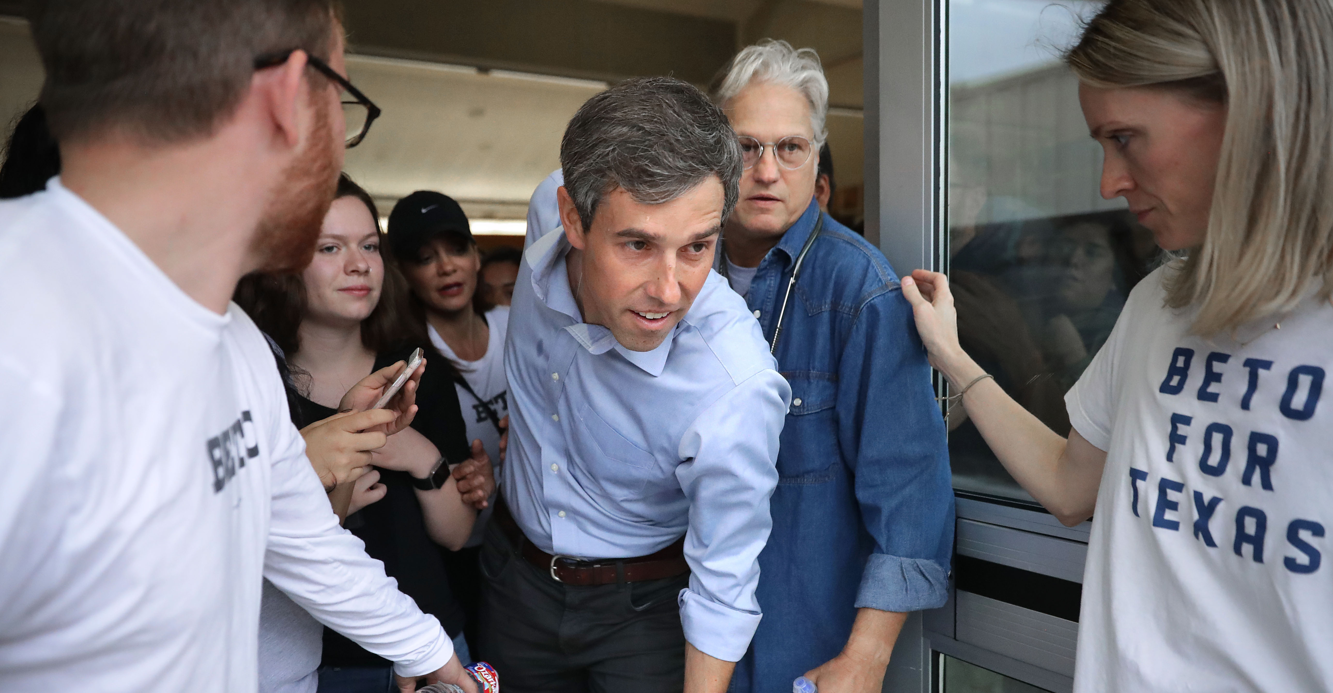 WACO, TEXAS - OCTOBER 31: U.S. Senate candidate Rep. Beto O'Rourke (D-TX) (C) squeezes his way out of a crowded hall during a campaign stop at the John Knox Memorial Center at the Texas Ranger Hall of Fame October 31, 2018 in Waco, Texas. With less than a week before Election Day, O'Rourke is driving across the state in his race against incumbent Sen. Ted Cruz (R-TX). (Photo by Chip Somodevilla/Getty Images)